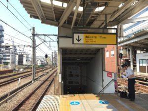西武新宿駅北口階段